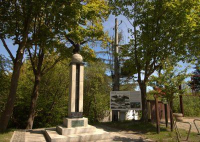 Pomnik z orłem Jastrzębia Góra
